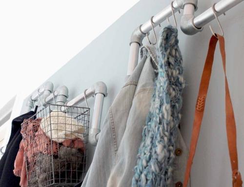 Interieurtip: Kapstok van steigerbuis voor het inrichten van een smalle hal